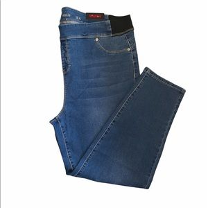 NWT Avenue ankle jeans pull on medium wash size 18